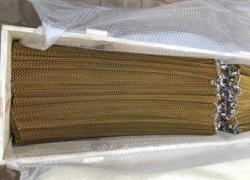 Доставка металлической шторы из сетки