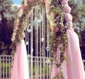 Свадебная арка и гирлянды из бусин