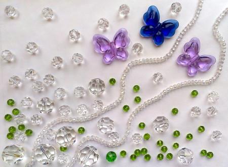 Стеклянные бусины и бабочки