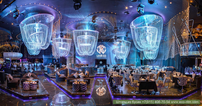 Роскошный декор: нити из бусин в Cavalli club