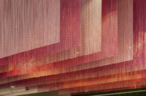 Декоративная металлическая штора из цепи